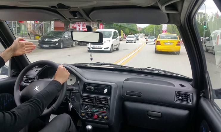 Yoğun Trafikte Araç Nasıl Kullanılır? Dur Kalk Nasıl Yapılır?